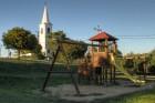 Játszótér, háttérben az evangélikus templom  - Szentantalfa